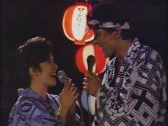 「親戚たち」雲太郎、「月の本明」を歌う。