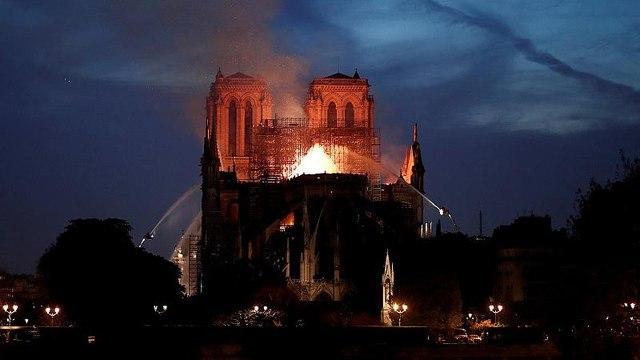 """""""Sauver Notre-Dame"""", un reportage pour revivre le grand incendie"""