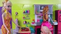 Tout-petit est MALADE ! Elsa & Anna - VARICELLE - L'autre fait SEMBLANT ? Qui est vraiment malade ? Docteur Barbie