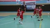 - 'Haydı Kızlar Hentbola'- Adana Emniyet Müdürlüğü Toplum Destekli Polislik Şube Müdürlüğü ekipleri kızların suçtan uzak durması ve toplumda daha fazla yer alması için düzenlediği 'Haydi Kızlar Hentbola' turnuvasına 8 okuldan 96 kız öğ...