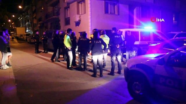 Dur ihtarına uymayan sürücüyü kovalayan 2 polis otosu kaza yaptı: 1 polis yaralandı