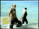 Jarawa tribe helping men in 1980's - rare footage!