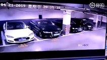 Une voiture Tesla garée dans un parking souterrain prend feu (Chine)