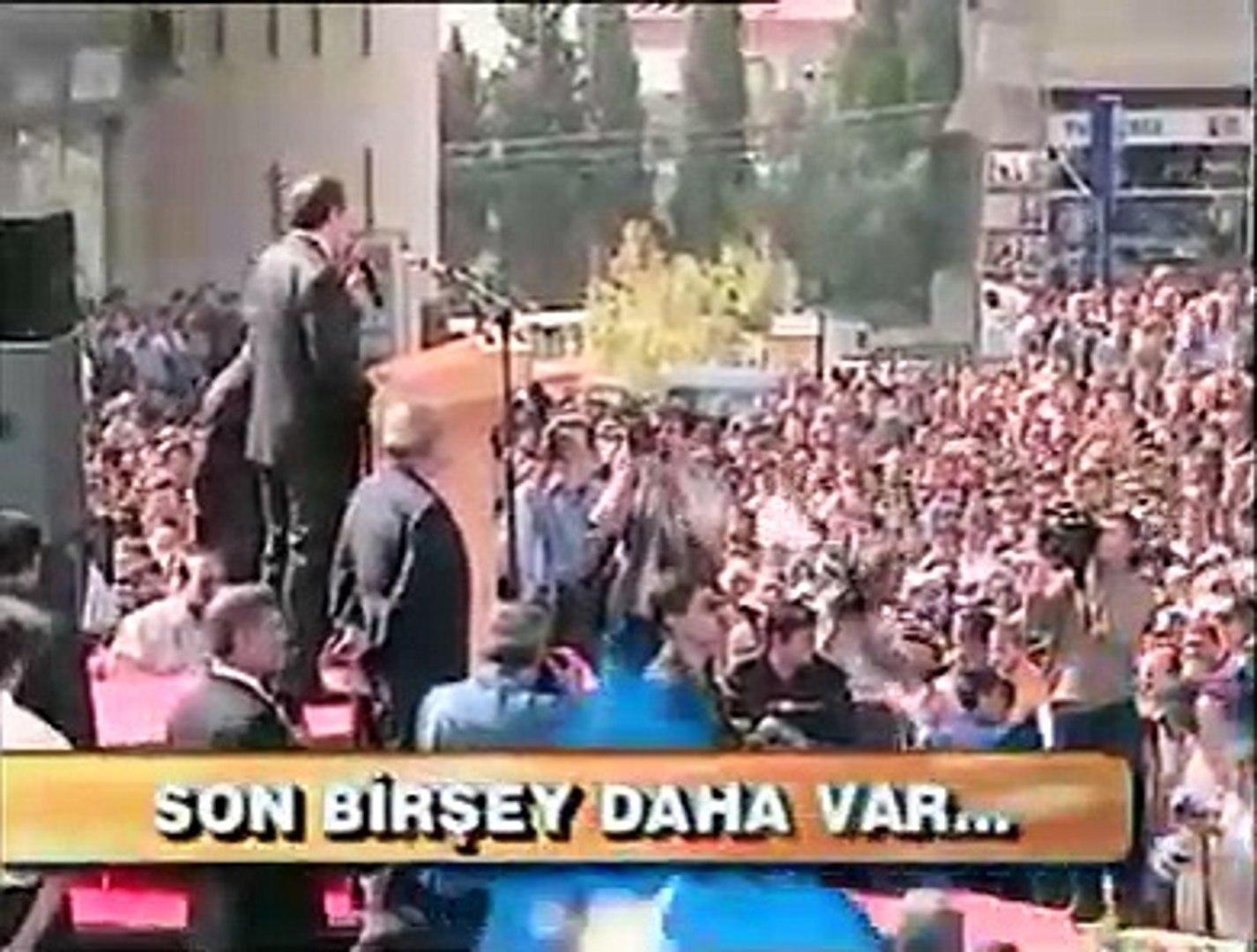 Yıl 2001 Ak Parti yeni kurulmuş Erdoğan o şiiri okumak istiyor  Halk OKUMA!!