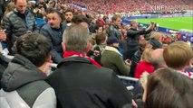 Neymar frappe un spectateur