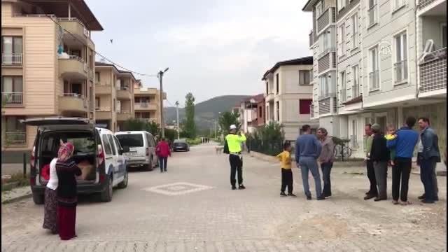 Manevra Yapan Aracın Altında Kalan Çocuk Ağır Yaralandı