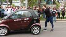 Un jeune Croate bat le record du monde de poussée de voiture !