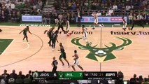 Basket-Ball - NBA - Al Horford Celtics Lock Up Giannis Antetokounmpo in Game 1 vs. Bucks