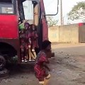 Ces petites filles dansent trop bien. Admirez !