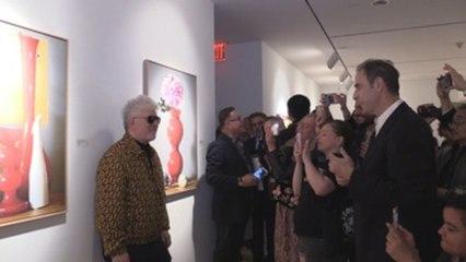 Almodóvar revive la emoción del debut con su muestra de fotos en Nueva York