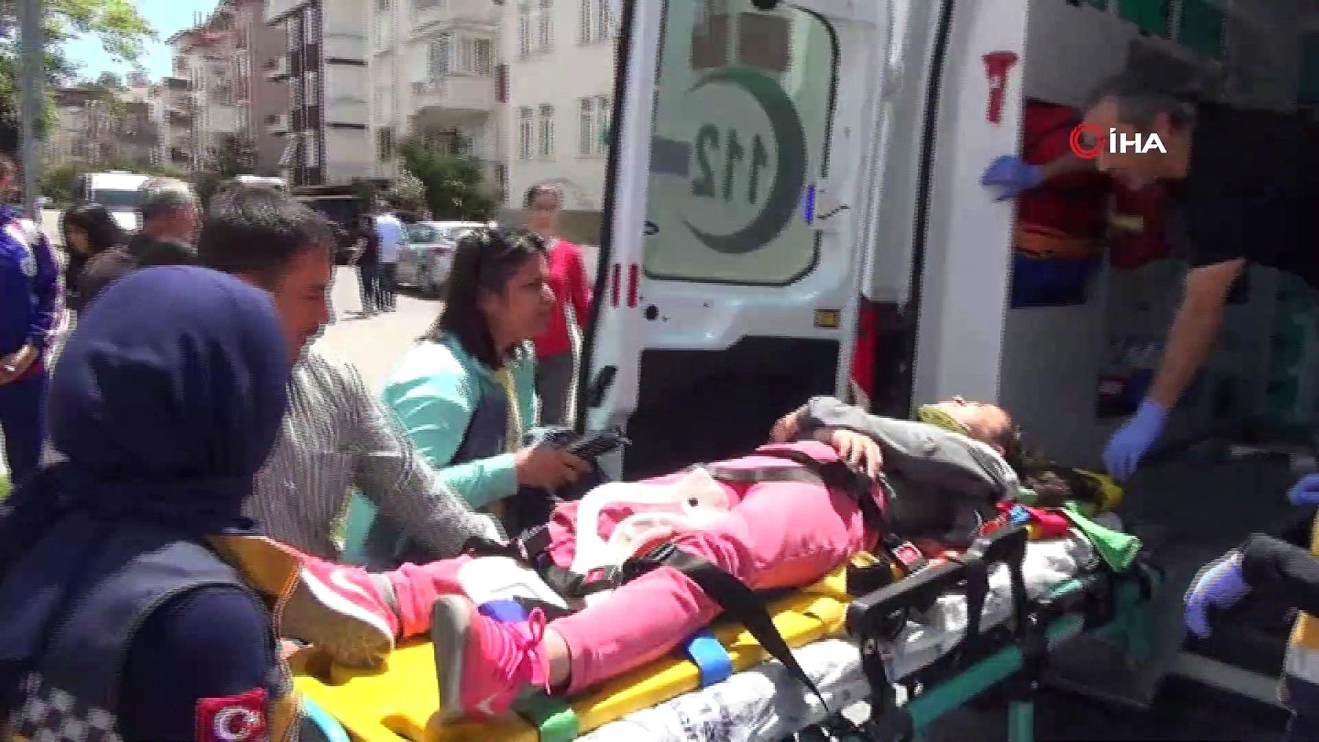 Servisten inen öğrenciye otomobil çarptı: 1 yaralı
