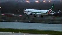 Ce pilote de ligne a beaucoup de mal à poser son avion à cause de vents puissants