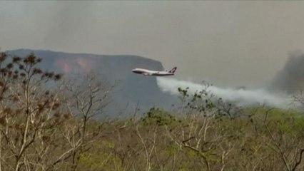 Amazzonia, la Bolivia impiega un B-747 Supertanker antincendio