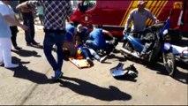 Motociclista fica ferida ao ser atingida por Toyota na Rua Paraguai
