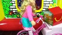 McDonald's Drive-Thru Casita Inflable Jugando con Barbie, Elsa Moana - Juguetes Titi