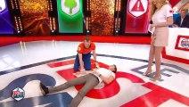 """La jupe d'Adriana Karembeu perturbe Cyril Féraud dans """"Le test qui sauve"""" sur France 2 - Regardez"""