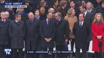 Nicolas Sarkozy et François Hollande présents à la cérémonie, pendant qu'Emmanuel Macron salue les porte-drapeau