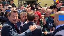 """[Vidéo] Xavier Bettel s'improvise """"chauffeur de salle"""" pour Emmanuel Macron"""