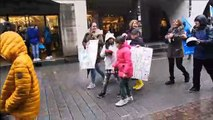 Des parents d'élèves en colère contre la loi Blanquer dans le cortège des fonctionnaires à Strasbourg