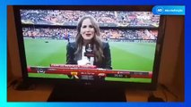 Jornalista toma bolada em transmissão ao vivo