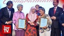 Wan Azizah pays tribute to nurses