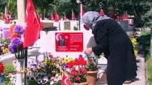Cebeci ve Karşıyaka Şehitliği'nde hüzünlü 'Anneler Günü'