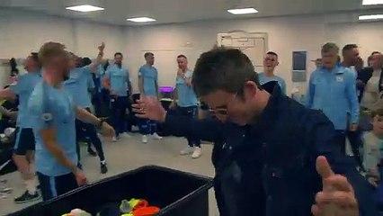 Manchester City : Noel Gallagher célèbre le titre avec les joueurs dans le vestiaire