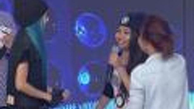 2 fans naiyak nang bigyan ng concert tickets ni Sandara