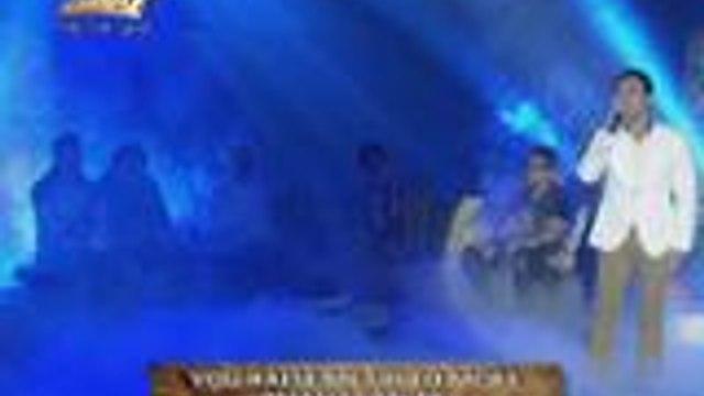 Erik Santos buong puso ang inawit ang You Raise Me Up sa Lenten Special ng It's Showtime