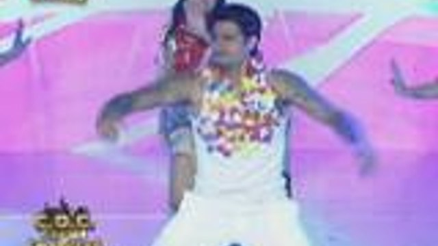 Singer na si Bradley Holmes nag-perform ng Tahitian dance sa  It's Showtime Clash of Celebrities
