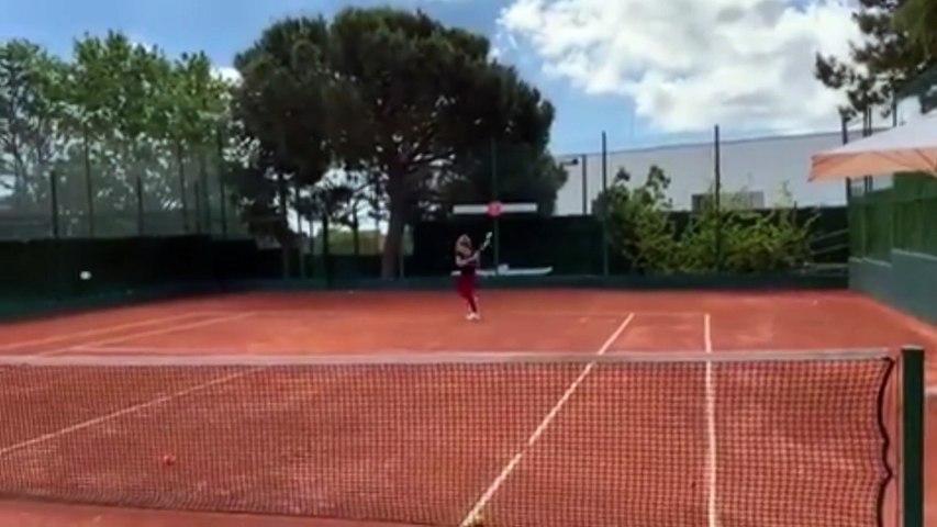 Shakira sorprende a sus fans con un vídeo jugando al tenis