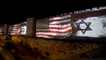 Pour le 1er anniversaire du transfert à Jérusalem de l'ambassade des États-Unis, le drapeau américain projeté sur les murs de la vieille ville