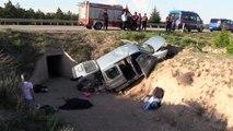 Hafif ticari araç sulama kanalına devrildi: 2 ölü, 3 yaralı - ESKİŞEHİR
