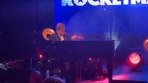"""Pour la présentation de """"Rocketman"""", Elton John donne un concert à Cannes"""
