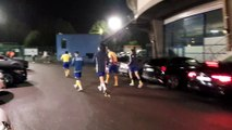 Les joueurs du FC Sochaux communient avec les supporters après le maintien