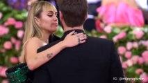 Miley Cyrus & chồng mới cưới Liam Hemsworth thảm đỏ Met Gala 2019