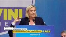 """En italien, Marine Le Pen appelle à """"la révolution du bon sens"""" avec Matteo Salvini"""