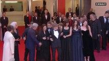L'équipe du film Les plus belles années d'une vie sur les marches - Cannes 2019