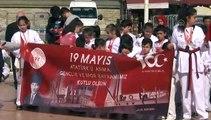 Taksim'deki Cumhuriyet Anıtı'nda 19 Mayıs