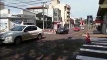 Pinturas de faixas de pedestres são realizadas na Rua São Paulo