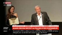 """Cannes - Regardez Alain Delon qui s'effondre en larmes en recevant sa Palme d'Honneur : """"Je sais que le plus difficile c'est partir, et je vais partir..."""""""