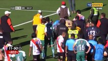 Un arbitre s'écroule après un arrêt cardiaque en plein match en Bolivie