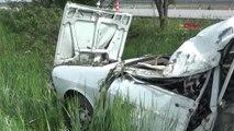 Afyonkarahisar Otomobil Tarlaya Uçtu 1 Ölü, 2 Yaralı