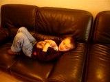 Janvier2008 enfants et fufus devant la télé.MOV