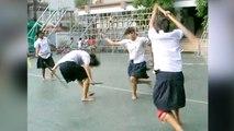 Un combat d'art martiaux reproduit par des élèves talentueux