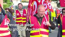 Plan social chez Auchan: la CGT manifeste devant le siège