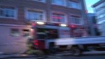 Gaziosmanpaşa'da iki binanın çatısı alev alev böyle yandı