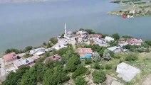 Keban Baraj Gölü'nün havzasında yer alan köy, suların yükselmesiyle eşsiz manzaraya büründü