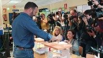Santiago Abascal vota en el colegio Pinar del Rey