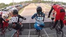 BMX : tous les cyclistes tombent au départ à cause d'une erreur technique !